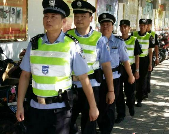 """海口公安局城警支队为高考考点""""消噪"""""""